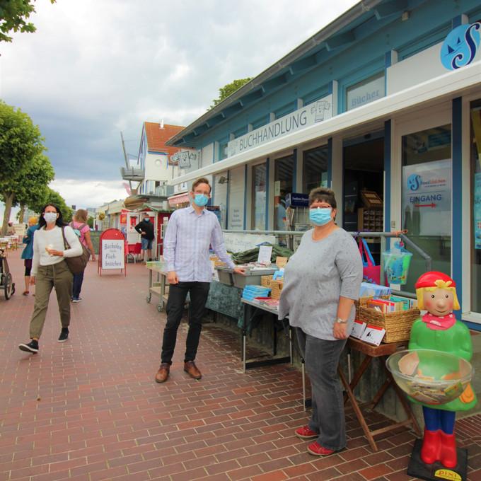 """""""Online kaufen - geht auch regional"""" bei der Elatus Buchhandlung an der Laboer Strandpromenade"""