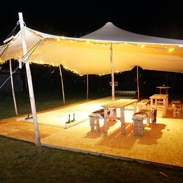 Die Eisstockbahn der Tipi Event GmbH in Selent bietet auch in der Corona-Krise Spaß für Groß und Klein